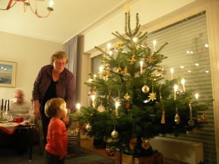 [Bild:Guck mal Simone, der Baum!]