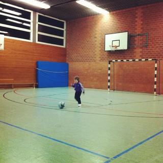 [Bild:Fußballmädchen http://t.co/8…]