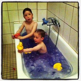 [Bild:Das Badewasser war heute lila]