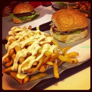 [Bild:Omnomnom @ STUGGI Burger]