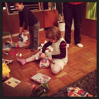 [Bild:Schnell alle Geschenke aufrei]