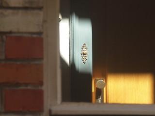 [Bild:Im Nachbarhaus haben sie schöne Klingeln]