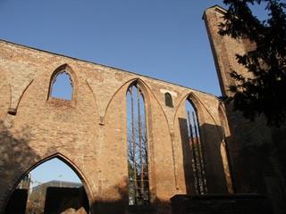 [Bild:Ruine der Franziskaner-Klosterkirche]