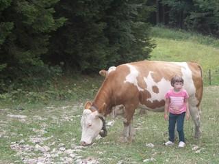 [Bild:Kind mit Kuh]
