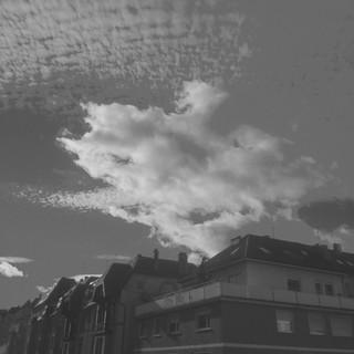[Bild:Wolken (aufgenommen mit einem beim Kinderspielzeug…]